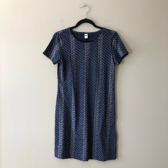 Old Navy Dresses & Skirts - Old Navy blue and white printed t-shirt dress